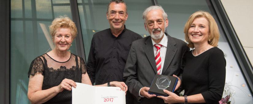 von li: Astrid Zimmermann, Hubert von Goisern (Laudator), Preisträger Heinz Nussbaumer, Martina Salomon